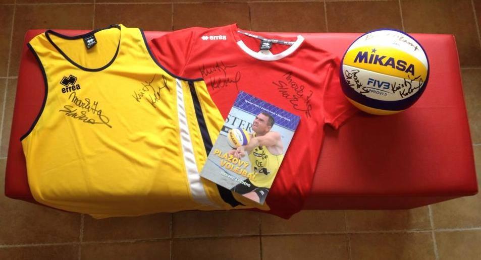 Vyhrajte míč, trička a knížku s podpisy Kiki a Maki