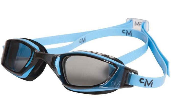 Dvojitý pásek u plaveckých brýlí