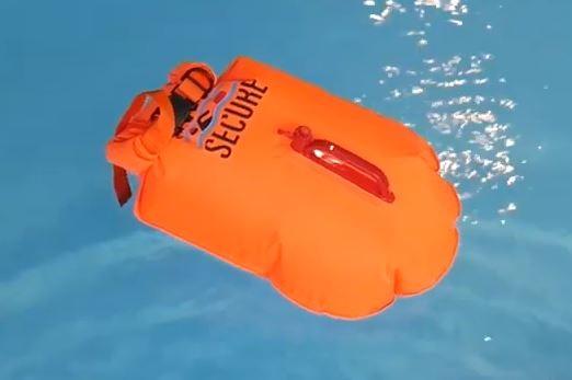 Plavecká oranžová bójka a suchý vak Swim Secure Dry Bag