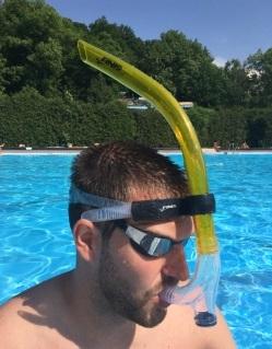 Plavecký čelní šnorchl Finis na tréninky.